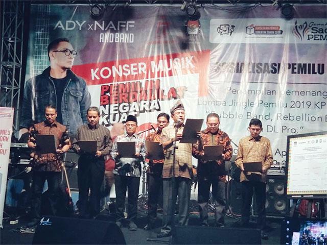 KIP Riau Pimpin Deklarasi Pemilu Transparan dan Bermarwah di Riau