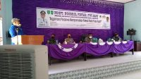 Zulmansyah Sekedang Ketua PWI Riau memberikan sambutan pada acara temu ramah dengan Forkopincam dan ngobrol pintar (Ngopi) bersama Pokdarwis Rupat, Minggu (7/02/2021)